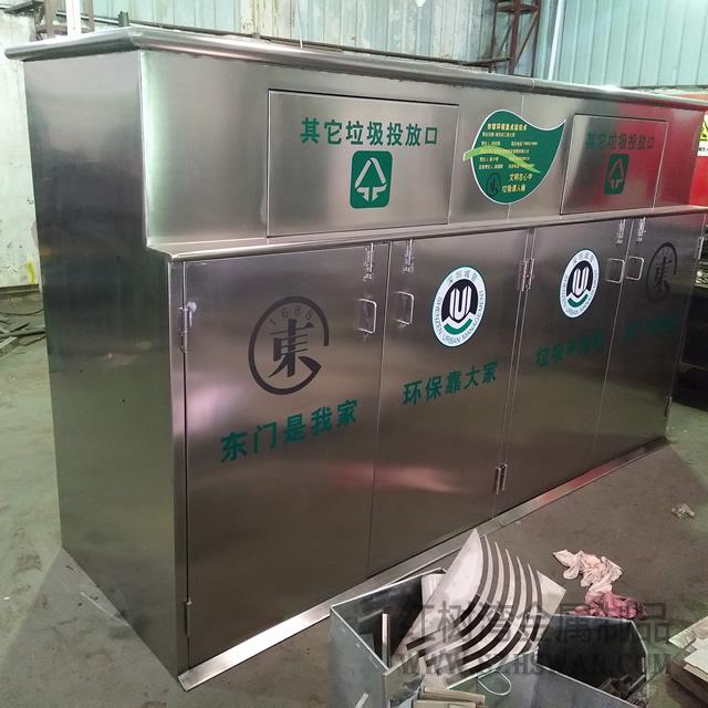 户外大型分类不锈钢垃圾桶入驻深圳东门