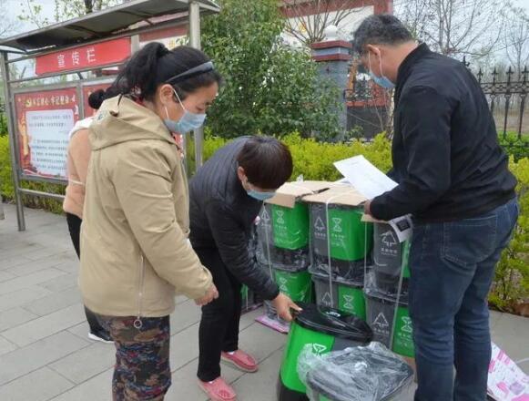 章丘环卫打造垃圾分类示范村,免费发放1450个分类垃圾桶