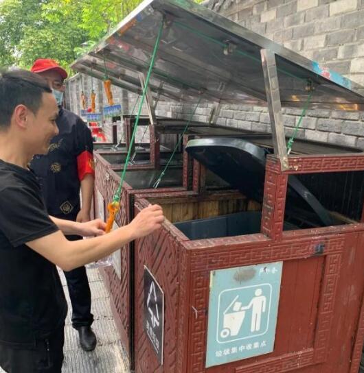"""户外不锈钢分类垃圾桶上有""""机关""""!"""